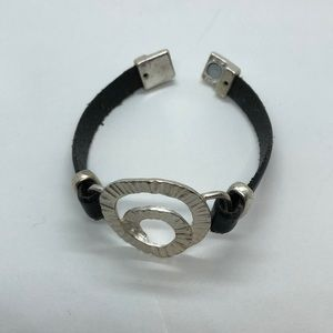 Jewelry - Cute bracelet silver tone with leather band